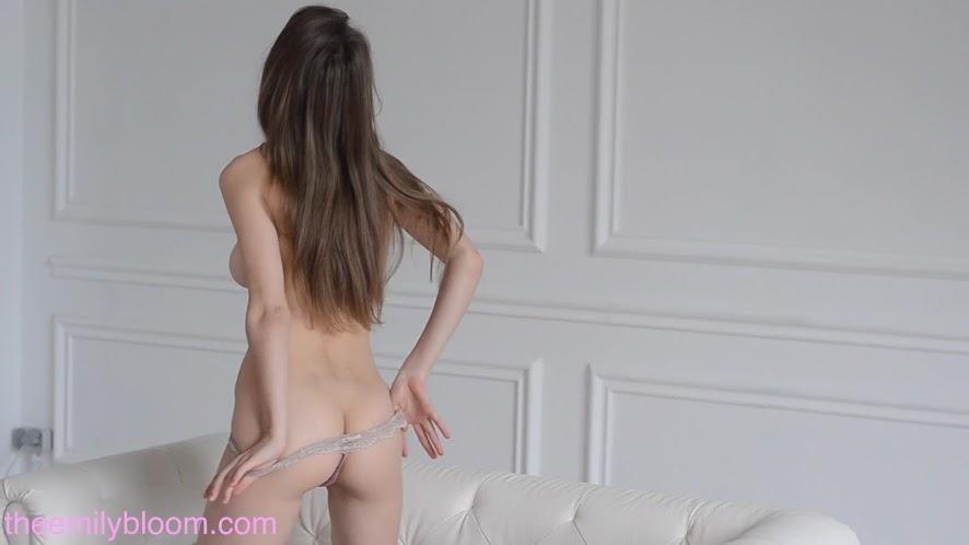 [TheEmilyBloom.com]_Mila_Azul_-_White_Room_[1080p].mp4.1 [TheEmilyBloom.com] Mila Azul - White Room [1080p]